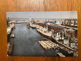 Dunkerque - Le Port, Vue Generale Au Fond Ferry-boat Et Le Phare - Dunkerque