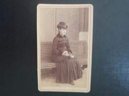 CDV Ancienne  Années 1900. Portrait D Une Femme Française élégante - Anciennes (Av. 1900)