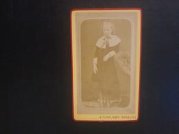 CDV Ancienne  Années 1880. Portrait D Une Petite Fille.  PHOTOGRAPHE DUCAMP À MAUBEUGE - Anciennes (Av. 1900)