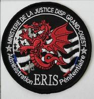 ECUSSON PATCH . ADMINISTRATION PENITENTIAIRE . ERIS GRAND-OUEST . - Escudos En Tela
