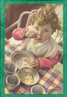 Bébé Mangeant Tout Seul Apprentissage Nourriture Gaspillage Pâtes 2scans - Ritratti