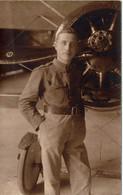 Carte Postale : Militaire Devant Un Avion Au Camp D'aviation De SCHAFFEN Le 5-6-1920 - Aviadores