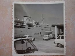 Petite Photo Bateau Ferry Pour Aller En SARDAIGNE - Embarquement - Boten