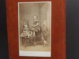 CDV Ancienne  Années 1900. Portrait D Une Fratrie. Photographe W.J WELLSTED À HULL ANGLETERRE - Alte (vor 1900)