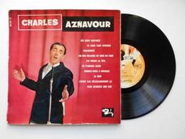CHARLES AZNAVOUR 1960 (les Deux Guitares) 33 Tours 25 Cm (Lot 134) - Otros - Canción Francesa