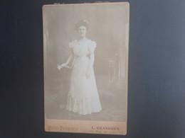 CDV  Ancienne  FORMAT CABINET Fin 19ème. Portrait D Une Femme élégante.  PHOTOGRAPHE LOUIS GRANGHON À MANTES LA JOLIE - Alte (vor 1900)