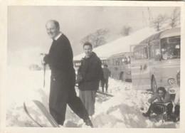 10168.  Foto Vintage Uomini A Sciare Neve Sci Bus Italia 11x8 - Persone Anonimi