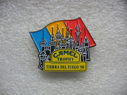 Pin's Camel Trophy En Espagne à Tierra Del Fuego 98 (Terre De Feu En Espagnol). Chateau - Rallye