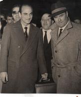 DINO SANI ACCOLTO A MILANO DA ROCCO - 1961 Foto Originale OLYMPIA Cm 15,8x18,30 - Sport