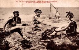 30 LE GRAU-du-ROI  Baigneuses Avant Le Bain - Le Grau-du-Roi