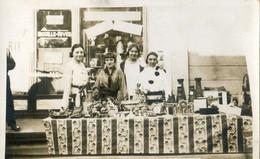 Carte Photo à Localiser - Jeunes Filles Tenant Un Stand Dans Une Kermesse? - Vari