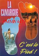 CPM - LA CAMARGUE C'EST LE PIED - FEMME AUX SEINS NUS Et Chevaux - Scans Recto-Verso - Pin-Ups