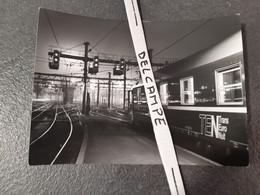SNCF : Photo Originale JP DEMOY 13x18 : Rame TEN Trans Euro Nuit à PARIS Gare De LYON (75) - Treinen