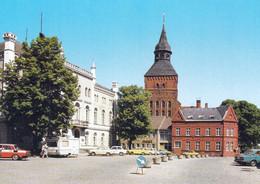 1 AK Germany / M-V * Sternberg Mit D. Stadtkirche St. Maria Und St. Nikolaus Erb. 1309 Bis 1322 Und Links Das Rathaus * - Sternberg