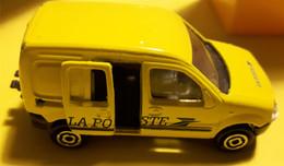 Renault Kangoo De La Poste Majorette 1/57 Et Boite Aux Lettres (4.7x3.6x10) - Pubblicitari