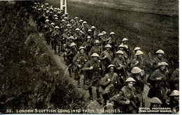 MILITARY - DAILY MAIL BATTLE PICTURES - 55 LONDON SCOTTISH GOING INTO THEIR TRENCHES - Guerra 1914-18