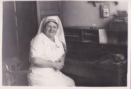 Photo D'époque:  Une Infirmière à Son Bureau 1945 - Berufe
