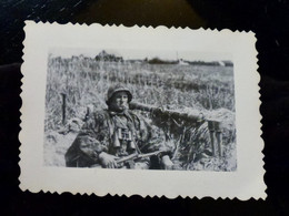 GERMAN Photo WW2 WWII ARCHIVE : Elite WAFFEN Camo Av MP-40 _ TELEMETRE & GRENADES - Guerra, Militares