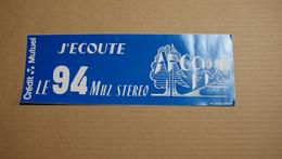 Publicité Autocollant Radio  FM Argonne J'ecoute Le 94 MHZ Stéréo - Stickers