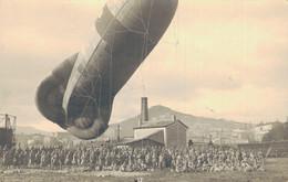 J128 - 07 - PRIVAS - Ardèche - Un Ballon Captif Aérostat, La Caserne Des Passagers Et Le Mont Toulon - 1917 - Privas