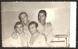 Four Men Guys In Hospital GAY INT Old Photo 13x9 Cm #22260 - Anonymous Persons