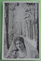 ARTISTE Aïno Ackte Soprano Opéra Dans FORET -  Fantaisie Femme Bijoux MONTAGE PHOTO - Entertainers