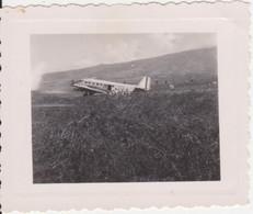 974 - ILE DE LA REUNION - ST DENIS - AVION  FRANCAIS- AEROPORT DE GILLOT  - ROLAND GARROS - ANCIEN CLICHE - Plaatsen