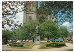 """CPSM / CPM 10.5 X 15 Belgique (82)  Luxembourg ARLON  """" Statue Du Roi Albert 1er Devant La Cathédrale St Martin """" * - Arlon"""