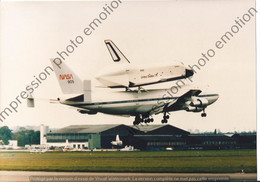 GRANDE PHOTO AVION  BOEING 747 NASA AVEC NAVETTE SUR LE DOS UNITED STATES  26X19CM - Luchtvaart