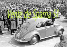 Ferdinand Porsche & Hitler Lors De La Présentation De La VW Cocs Au Peuple (2)  -  Affiche A3 Plastifiée - 1939-45