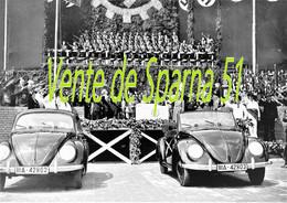 Ferdinand Porsche & Hitler Lors De La Présentation De La VW Cocs Au Peuple (3)  -  Affiche A3 Plastifiée - 1939-45