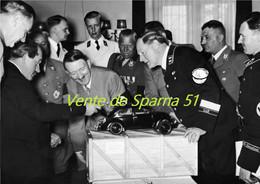 Ferdinand Porsche & Hitler Devant La Maquette  De La VW Cocs (4)  -  Affiche A3 Plastifiée - 1939-45