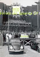 Ferdinand Porsche & Hitler Devant  La VW Cocs III A 42802 (5)  -  Affiche A3 Plastifiée - 1939-45
