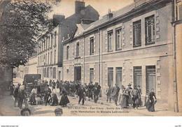 44. N°55864.nantes.rue Crucy.sortie Des Ouvriers De La Manufactures De Biscuits Lefèvre-utile - Nantes