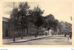 29 . N°105992 . Brest .la Rue Danton Et Les Halles  . - Brest