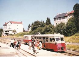 Carte Postale Amis Du Rail Du Forez Tramways De St Etienne CIE CFD Réseau Du Vivarais, Autorail Billard A 150-D1 - Bahnhöfe Mit Zügen