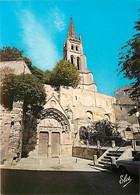 33 - Saint Emilion - La Place Du Marché, Le Portail Ogival De L'église Souterraine Et Son Clocher Avec Sa Flèche Gothiqu - Saint-Emilion