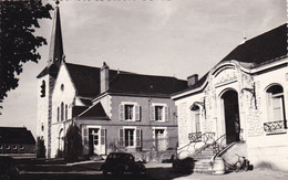 45. FLEURY LES AUBRAIS . RARETE. LA MAIRIE ET L'EGLISE. ANNEES 50 + TEXTE - Other Municipalities