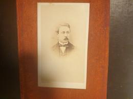 CDV Ancienne Fin XIX Début XXeme. Portrait D Un Homme Distingué.. Photographe PIERRE PETIT À PARIS - Alte (vor 1900)