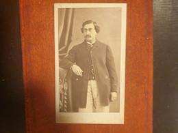 CDV Ancienne Fin XIX Début XXeme. Portrait D Un Homme Distingué. PHOTOGRAPHE PIERRE PETIT À PARIS - Alte (vor 1900)