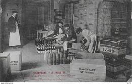 51-3 - AY - CHAMPAGNE LA MOUETTE - HENRI SAVART - HABILLAGE ET EMBALLAGE DES BOUTEILLES - Ay En Champagne