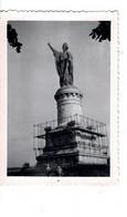 PHOTO ( 8,8 X 6,1 Cm) - Statue Du Pape Urbain Ll à Châtillon Sur Marne . - Personas Anónimos