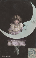 CPA Fillette Appuyée Contre La Lune Astre Moon Surréalisme Surrealism Little Girl Fantasmagorie  (2 Scans) - Andere