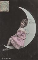 CPA Fillette Allongée Sur La Lune Astre Moon Surréalisme Surrealism Little Girl Fantasmagorie  (2 Scans) - Andere