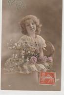 ENFANTS 1400 : Bonne Fête , Fillette Assise Sur Une Chaise Avec Un Bouquet De Fleurs ; édit. ??ina N° 32 - Andere