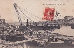CETTE            CONSTRUCTION DU PONT DE LA GARE. BATEAU GRUE + PENICHES... - Sete (Cette)