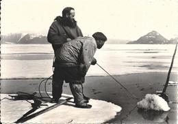 CPA°-1955-CANADA-QUEBEC-Baie Hudson-Esquimaux-Peche Au Narval-Misson Oblats-TBE - Otros