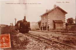 Varennes-sous-Dun (Saône Et Loire) La Gare - Copie De Carte Postale 10 X 15 - Bahnhöfe Mit Zügen