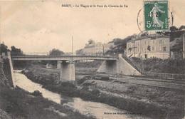 BRIEY - Le Wagot Et Le Pont Du Chemin De Fer - Briey