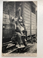 Ak Cp Blesses Francais Avec Leur Trophees Pickelhaube - War 1914-18
